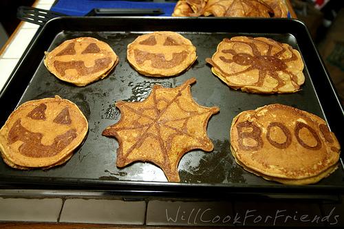 Pumpkin Pie Pancakes (Jack-O-Lantern Flapjacks) 3/4