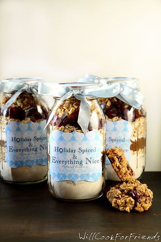 Holiday Spiced Oatmeal Cookies in Jar, 3/4